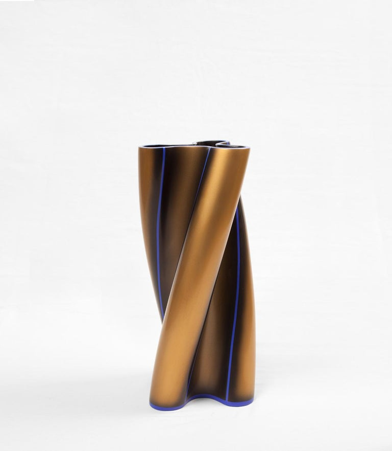Modern Contemporary Three Swirling Lobes Copper Lacquered Ceramic Vase For Sale