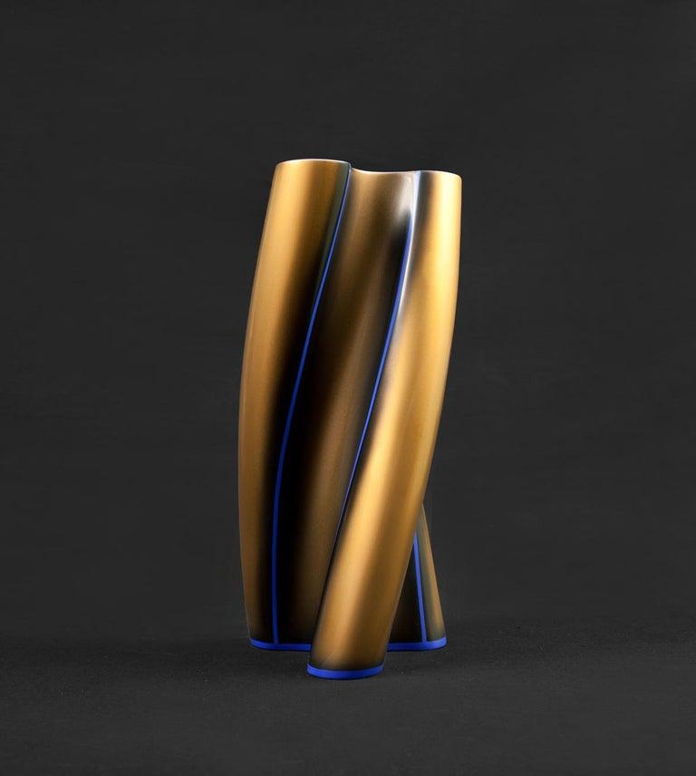 Contemporary Three Swirling Lobes Copper Lacquered Ceramic Vase In Excellent Condition For Sale In Rome, Lazio
