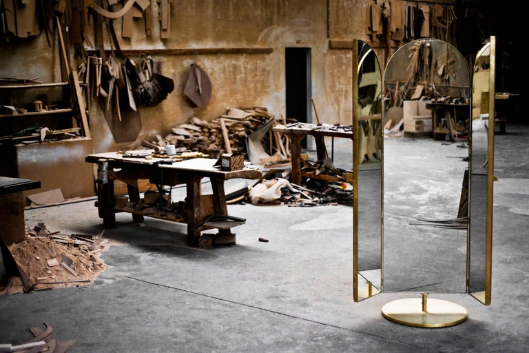 Contemporary Triptych Leather Handcrafted in Polished Brass Portal Floor Mirror For Sale 2