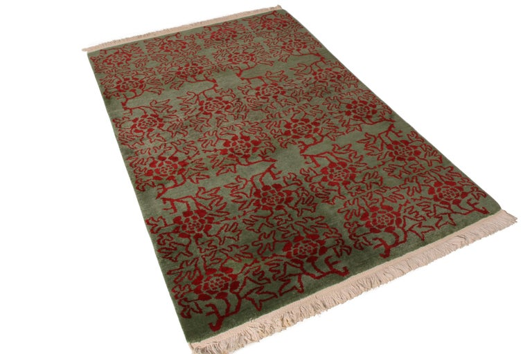Hand knotted in wool originating from our most reputed custom loom in Nepal, this contemporary rug by Rug & Kilim enjoys a unique Tulu-inspired design, influenced by symbolism believed to date back to the Ottoman Empire. While many antique and