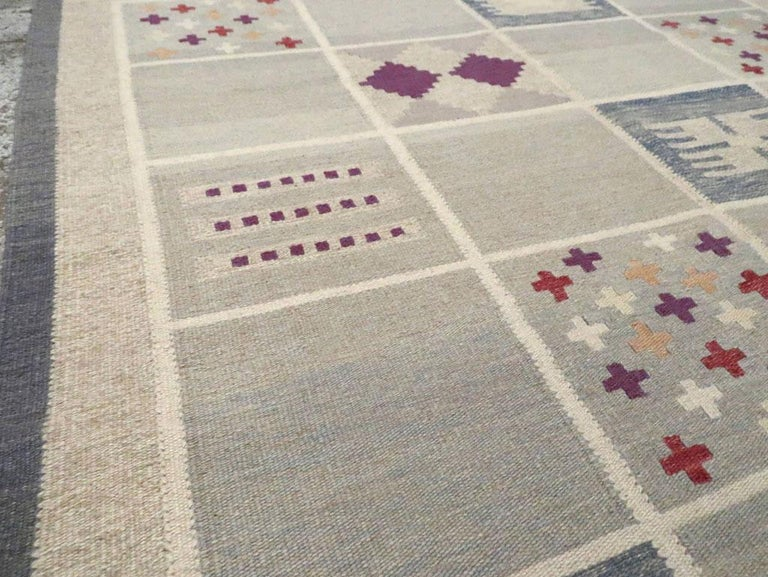 Contemporary Turkish Flat-Weave Accent Rug Inspired by Swedish Kilims In New Condition For Sale In New York, NY