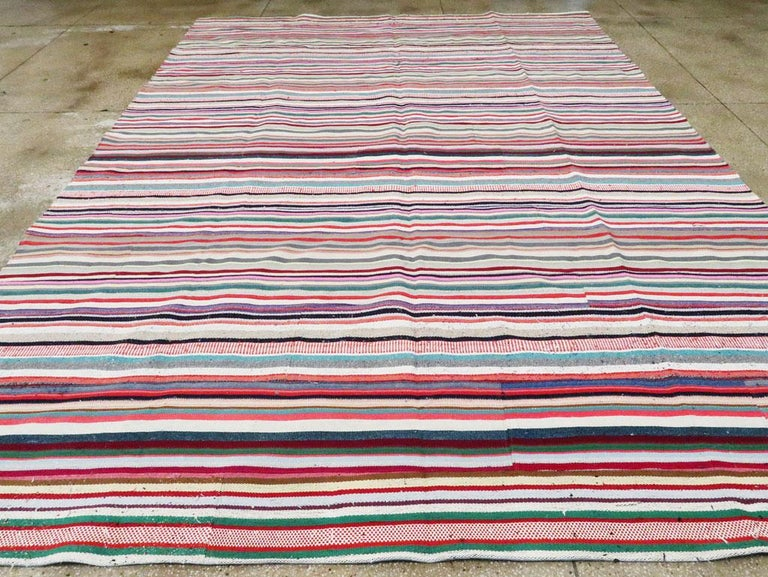 Contemporary Turkish Handmade Flat-Weave Room Size Carpet with Vibrant Colors In New Condition For Sale In New York, NY