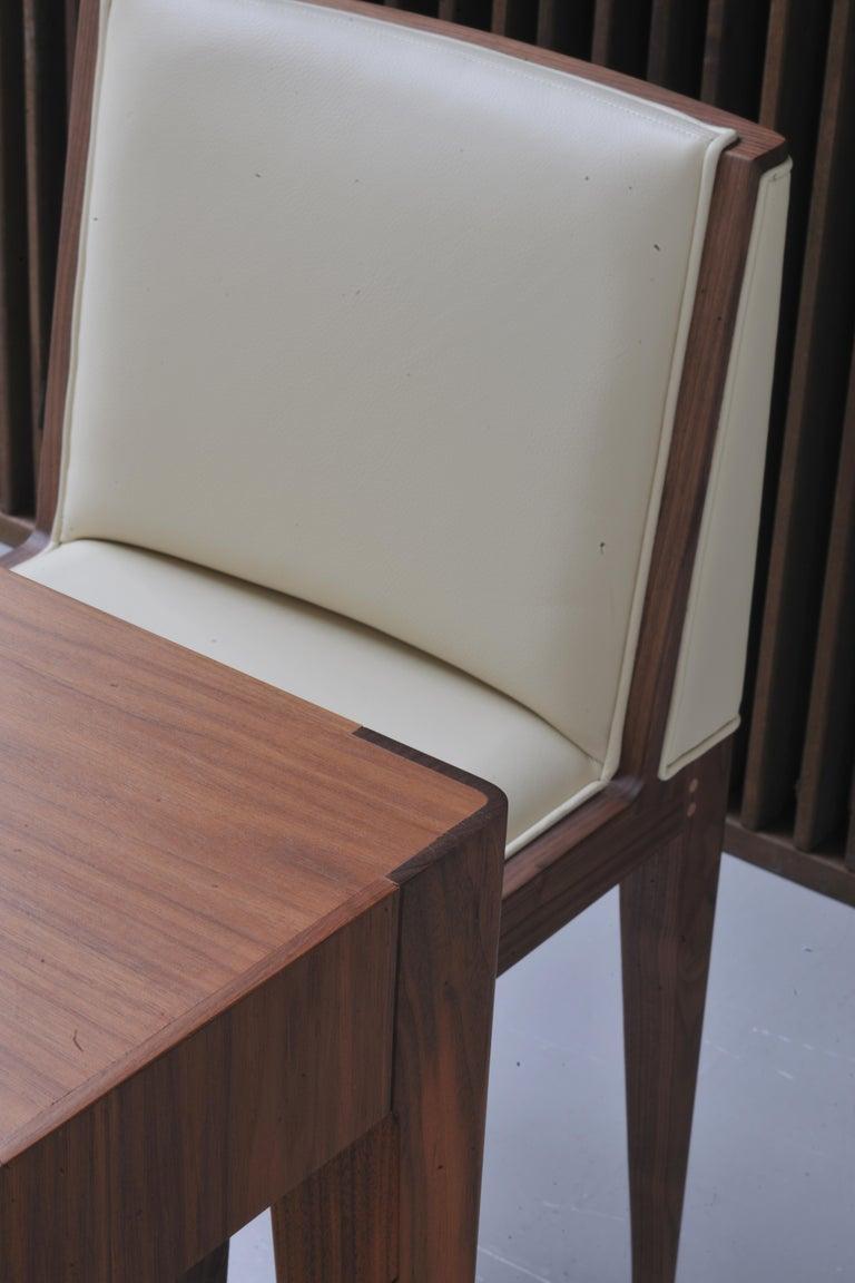 Zeitgenössischer Polsterstuhl von Canaletto aus Nussbaum-Holz 4