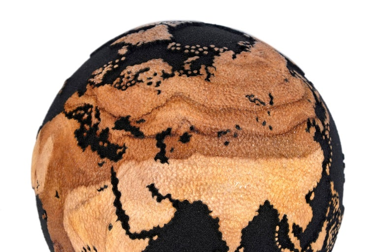 Contemporary Volcanic Sand Wooden Globe with Hammered Skin Texture Finish, 20cm In Excellent Condition For Sale In Saint-Ouen, FR