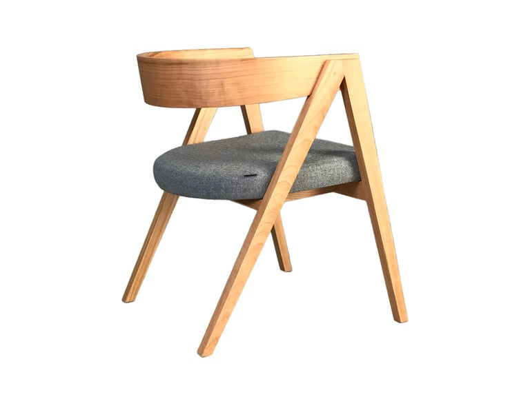 Contemporary Wooden Armchair Made of Maple with Padded Seat and Curved Backrest In New Condition For Sale In Salizzole, IT