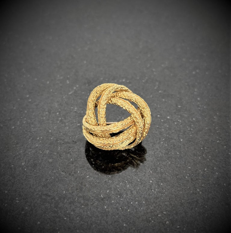Women's or Men's Contemporary Yellow Gold Brooch For Sale