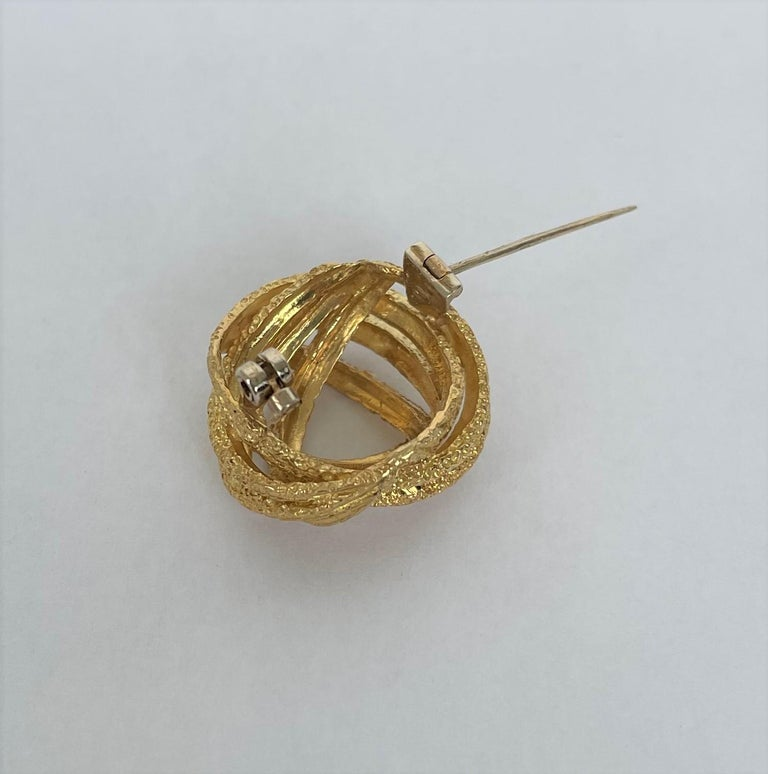 Contemporary Yellow Gold Brooch For Sale 1