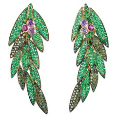 19,2 Karat Yellow Gold Contemporary Earrings in Emerald, Diamond and Sapphire