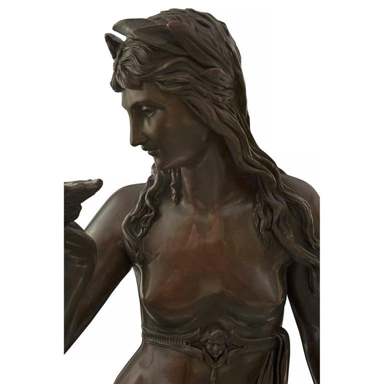 Continental 19th Century Patinated Bronze Statue of a Maiden Holding a Seashell In Good Condition For Sale In West Palm Beach, FL