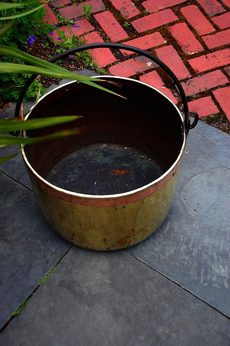 Continental Mid 19th Century Brass Cauldron with Wrought Iron Handle In Good Condition For Sale In Wells, ME