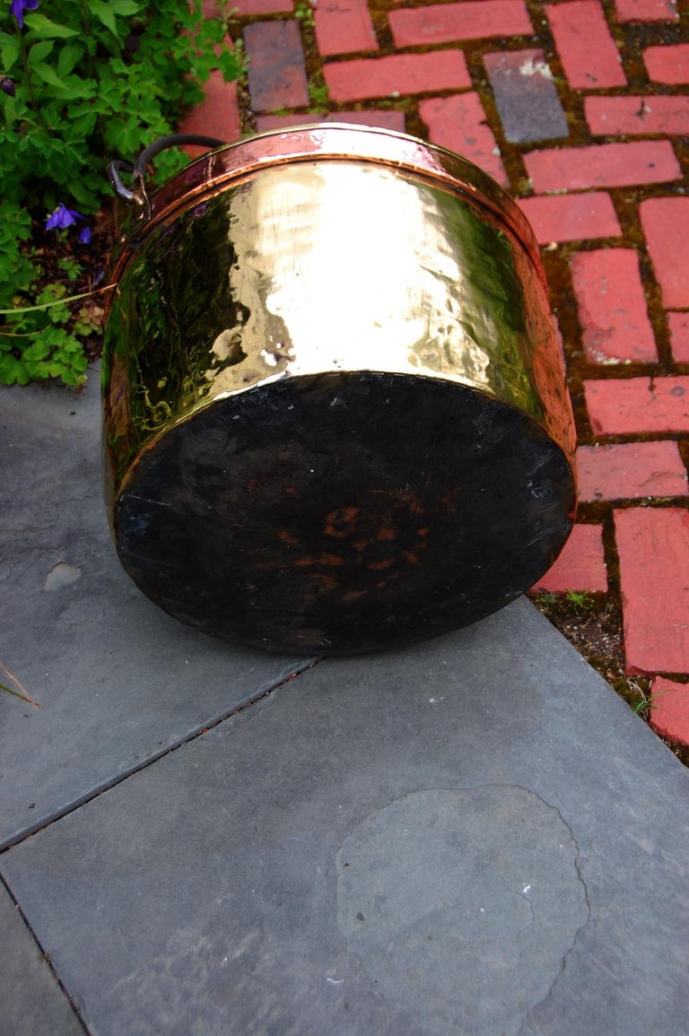 Continental Mid 19th Century Brass Cauldron with Wrought Iron Handle For Sale 1