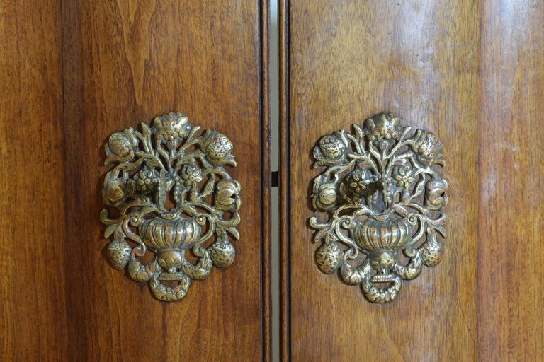 Continental Rococo Style Walnut Serpentine Front 2-Door Cabinet, Early 20th Cen For Sale 3