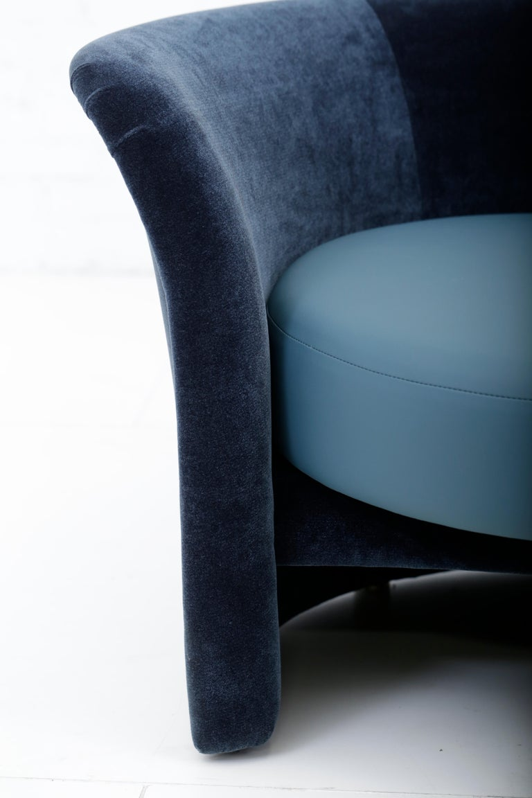 Convertible Tete-a-Tete Settee Sofa, Thayer-Coggin In Excellent Condition For Sale In Chicago, IL