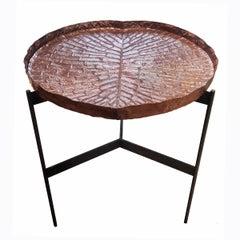 Hoher lilienförmiger Tisch aus Kupfer und Eisen