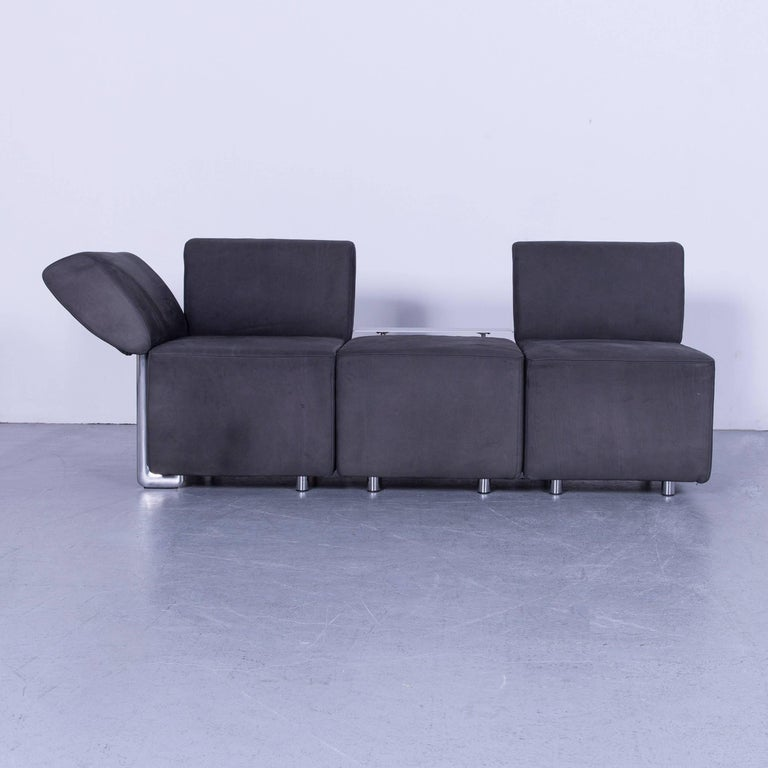 We bring to you an COR Clou leather sofa grey three-seat.