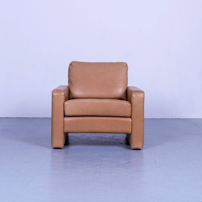 We bring to you an COR Conseta Anilin leather armchair brown one-seat.