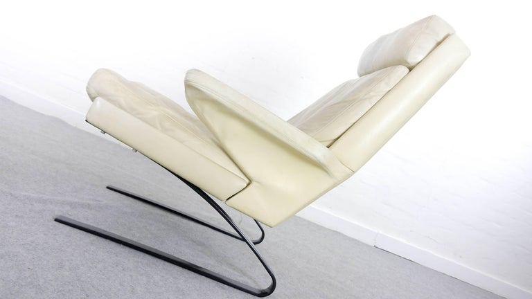 COR Swing Designer Armchair in Leather with Footstool, White, Off-White, 1972 For Sale 10