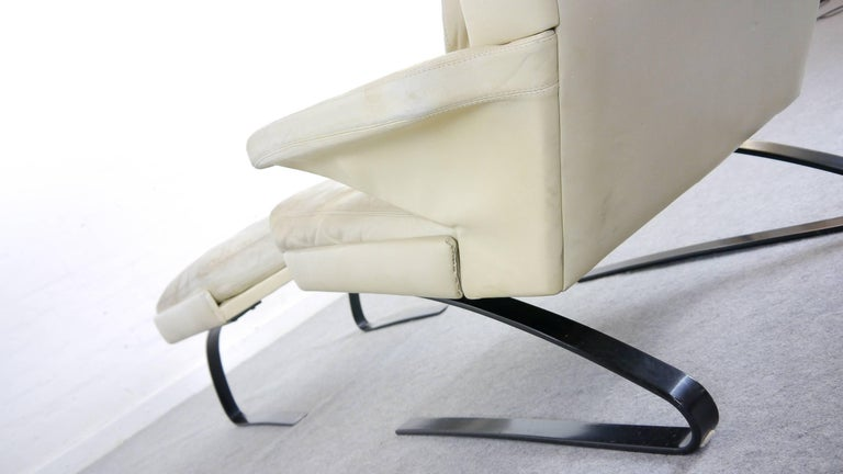 COR Swing Designer Armchair in Leather with Footstool, White, Off-White, 1972 For Sale 12
