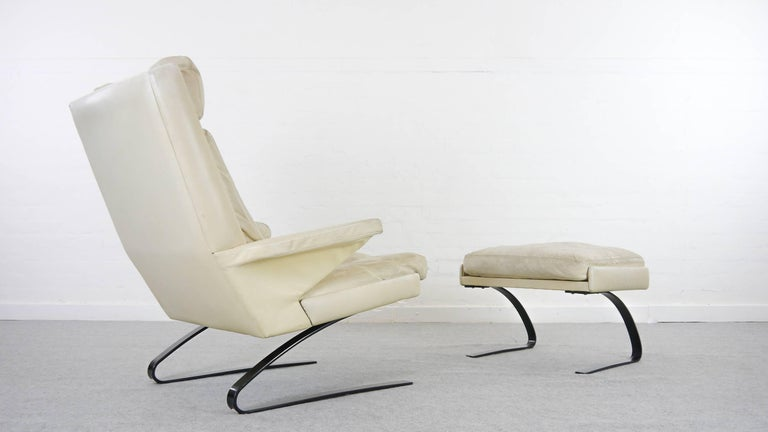 German COR Swing Designer Armchair in Leather with Footstool, White, Off-White, 1972 For Sale