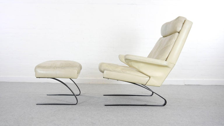 Late 20th Century COR Swing Designer Armchair in Leather with Footstool, White, Off-White, 1972 For Sale
