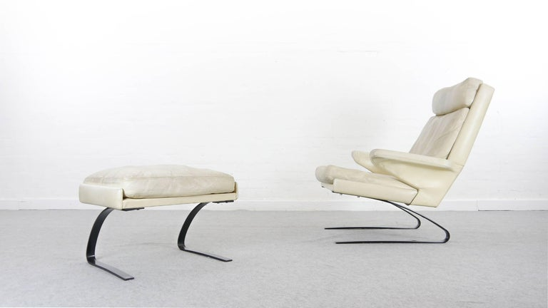 COR Swing Designer Armchair in Leather with Footstool, White, Off-White, 1972 For Sale 1