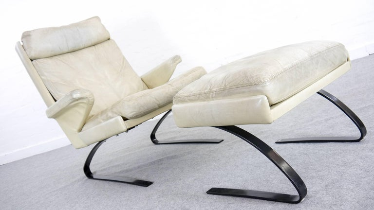 COR Swing Designer Armchair in Leather with Footstool, White, Off-White, 1972 For Sale 2