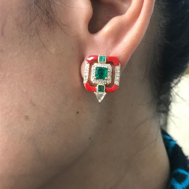 Coral and Emerald Studs in 18 Karat Yellow Gold In New Condition For Sale In Bangkok, Thailand