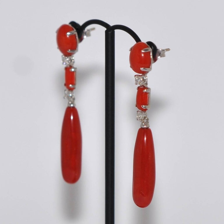 Discover this Coral and White Diamonds ct 0,28 on White Gold 18K Chandelier Earrings. Red Coral 2 White Diamonds ct 0.28  White Gold 18K