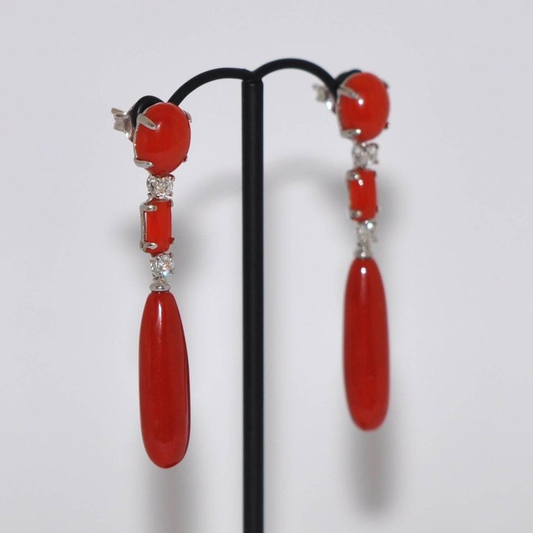 Coral and White Diamonds 0.28 Carat on White Gold 18 Karat Chandelier Earrings In New Condition For Sale In Vannes, FR