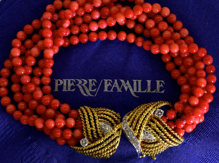 Coral, Diamond and Gold Bracelet, circa 1965 For Sale 3