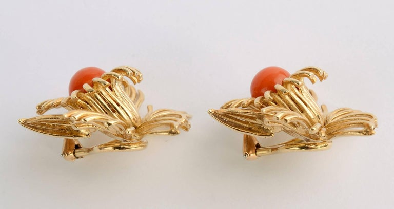 Coral Flower Gold Earrings In Excellent Condition For Sale In Darnestown, MD