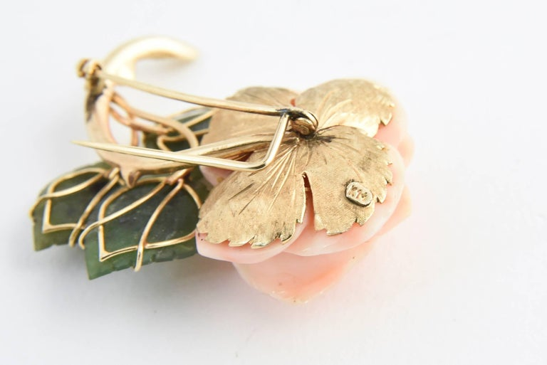 Coral Rose Flower Gold Brooch with Jade Leaves In Good Condition For Sale In Miami Beach, FL