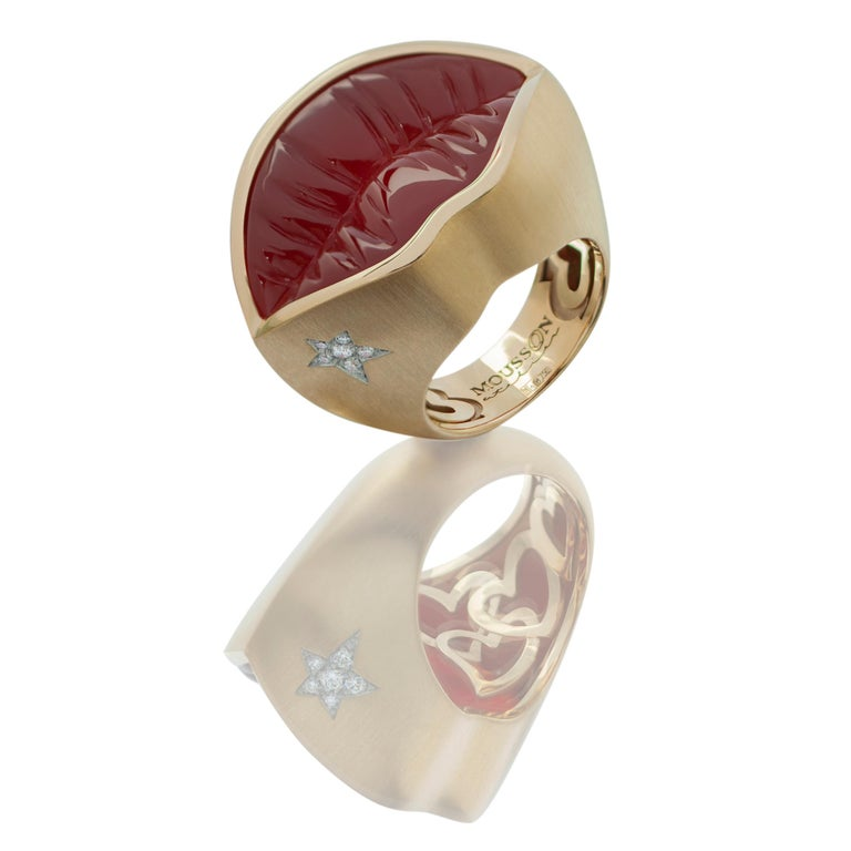 Carnelian Diamond 18 Karat Yellow Gold Kiss Me Baby Ring   The brightly painted female mouth has long been exploited by artists as the most intelligible symbol of femininity and beauty. We decided to recall the most vivid statements of artists and