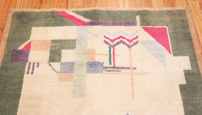Hand-Knotted Cotton Indian Art Deco Rug. Size: 4 ft 1 in x 6 ft 10 in (1.24 m x 2.08 m) For Sale