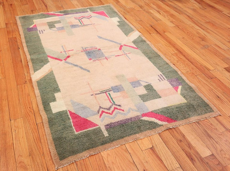 20th Century Cotton Indian Art Deco Rug. Size: 4 ft 1 in x 6 ft 10 in (1.24 m x 2.08 m) For Sale