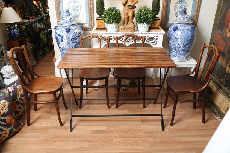 Country French Folding Campaign Table and Four Chairs In Good Condition For Sale In West Palm Beach, FL