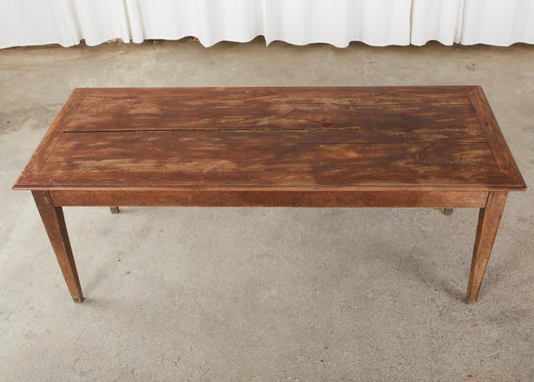 Country French Pine Oak Farmhouse Harvest Dining Table In Distressed Condition For Sale In Rio Vista, CA