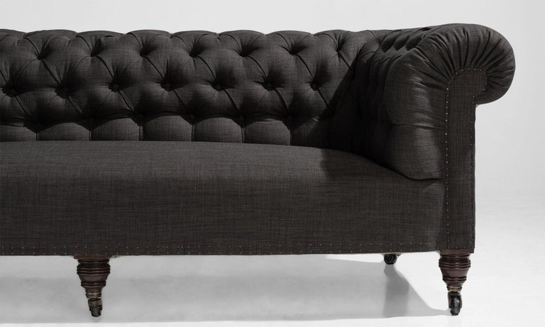 Country House Chesterfield Sofa, England, circa 1890 In Good Condition For Sale In Culver City, CA