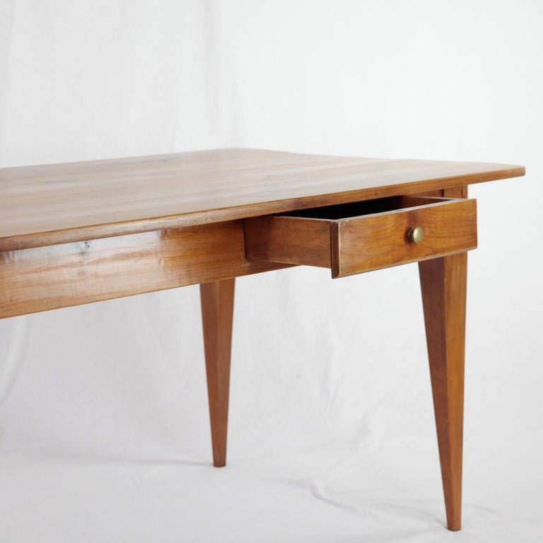 Country House Table, France circa 1830-1840, Massive Cherry Tree, Wax Polish In Good Condition For Sale In Muenster, NRW