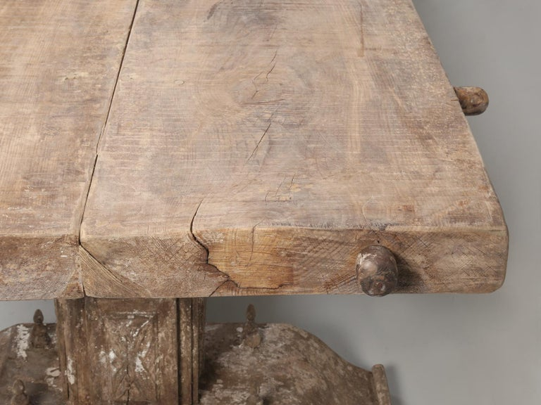 Country Italian Massive Size Dining Table Still in its Original Rustic Finish For Sale 8