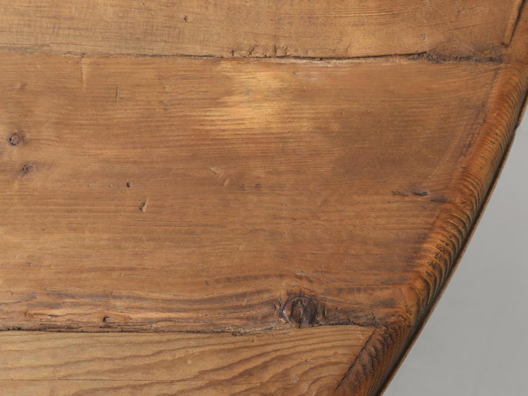 Late 20th Century Country Pine Round Dining Table Seats Up to 9-People Reclaimed Wood For Sale