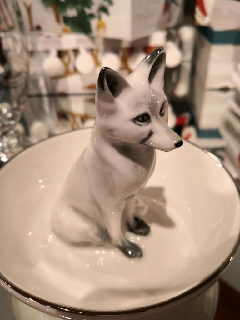 Completely handmade porcelain bowl with a hands-free naturalistic hand painted fox in white colors in country style. Rimmed with a fine platin line. Handmade in Bavaria/Germany by Sofina Boutique Kitzbühel. Comes in white and brown painted fox