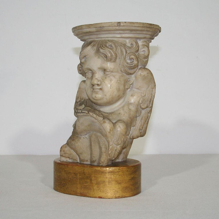 Couple of 17th-18th Century Italian Marble Angels In Good Condition For Sale In Amsterdam, NL
