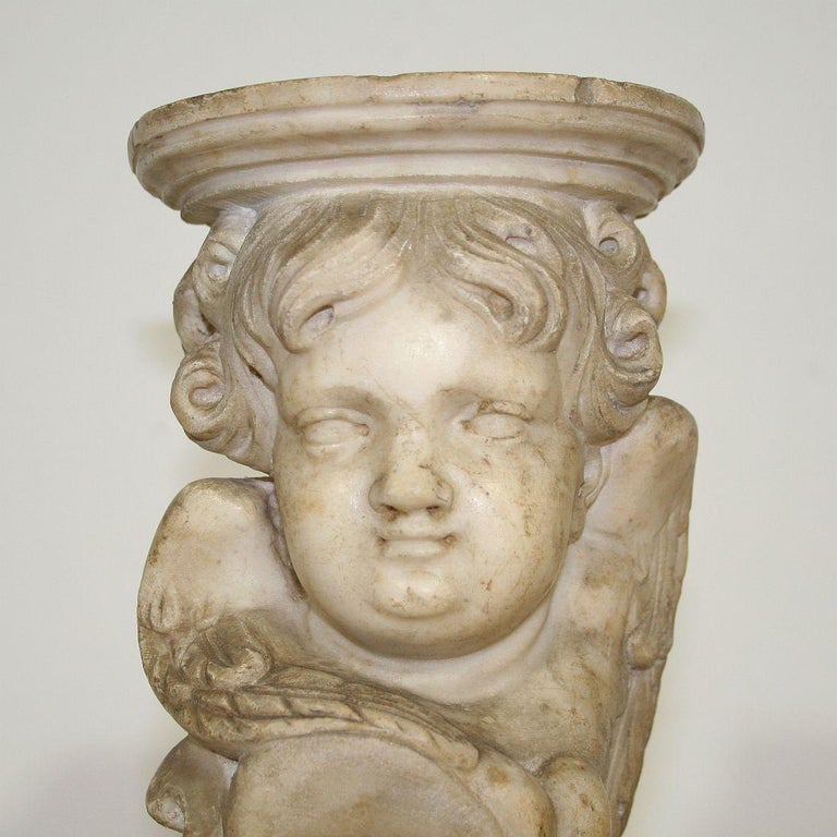 Couple of 17th-18th Century Italian Marble Angels For Sale 4
