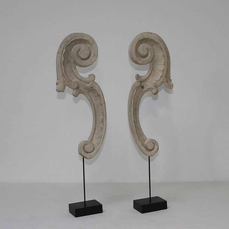 Gilt Couple of 18th Century Italian Carved Baroque Wooden Curls For Sale