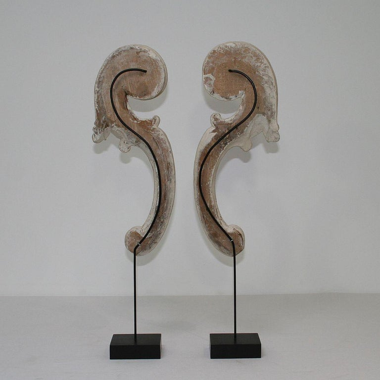 Couple of 18th Century Italian Carved Baroque Wooden Curls In Good Condition For Sale In Amsterdam, NL
