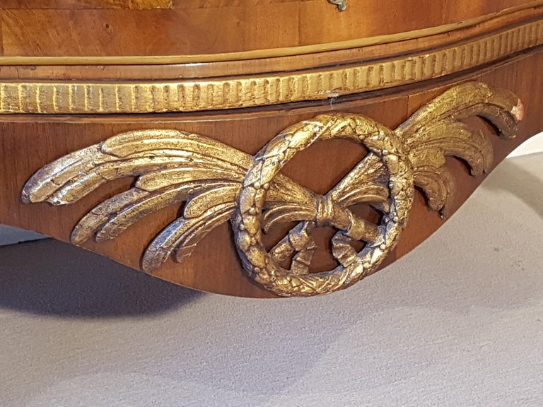 Höfische Rokoko Kommode aus dem 18. Jahrhundert 4