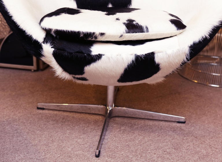 Pony Black and White Egg Armchair For Sale 7