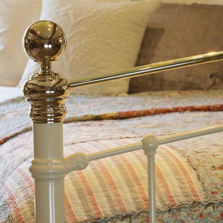 Cream Antique Bed MK199 In Good Condition For Sale In Wrexham, GB