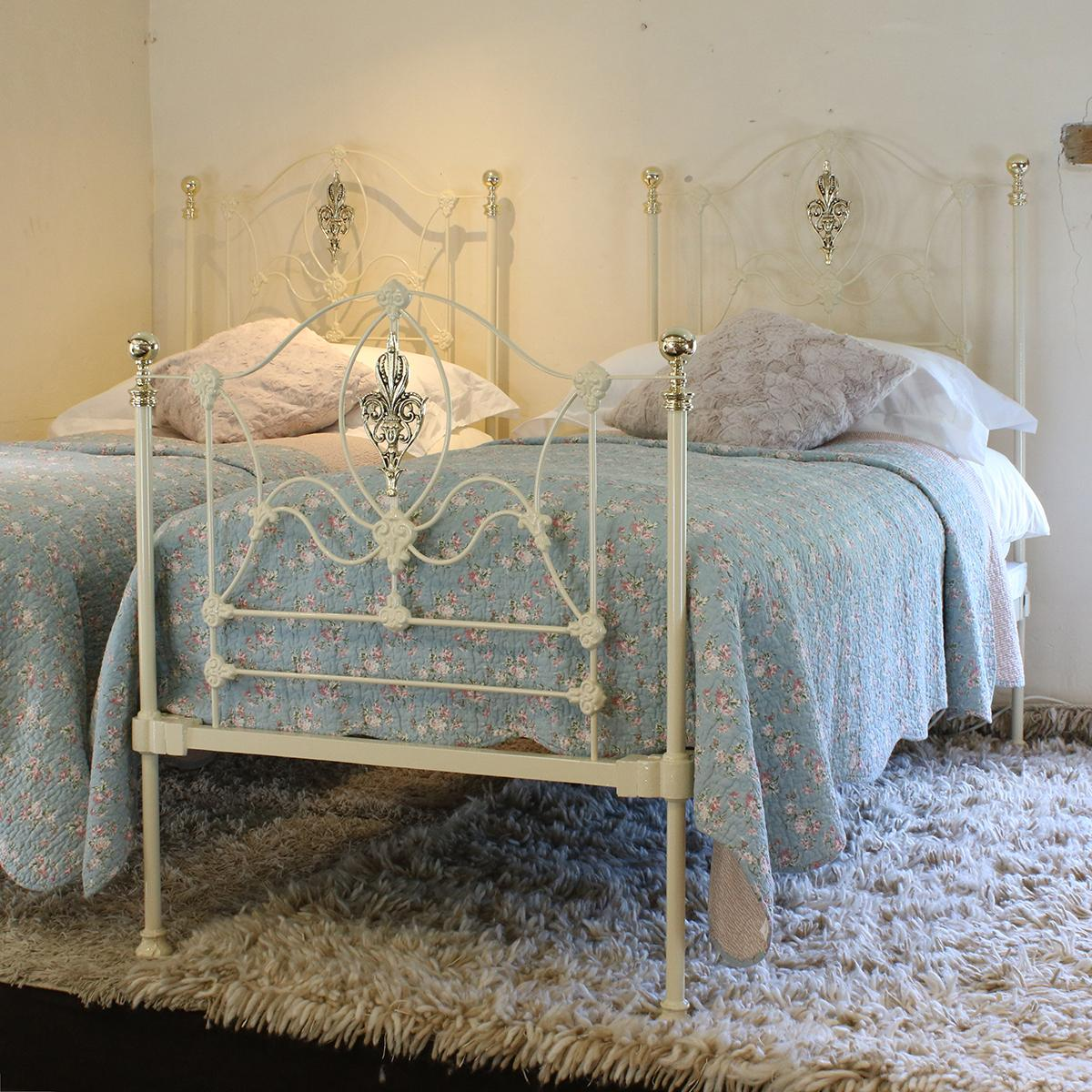 Cream Iron Twin Antique Beds Mps29 At 1stdibs